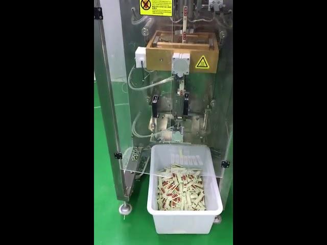 мала вертикална кесичка 3g 5g кафено пакување машина автоматски